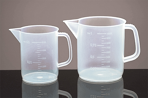 Low Form Polypropylene Plastic Beakers w/ Handles
